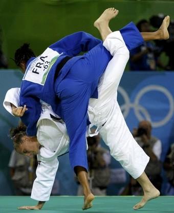 Alice Schlesinger (ISR) gegen Lucie Decosse (FRA) bei den Olympischen Spielen in Peking 2008